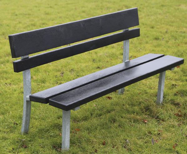 klassisk park bænk i galvaniseret stål og beklædt med vedligeholdelsesfrie genbrugsplast planker