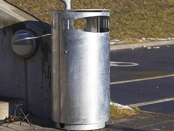 affaldsbeholder i galvaniseret stål