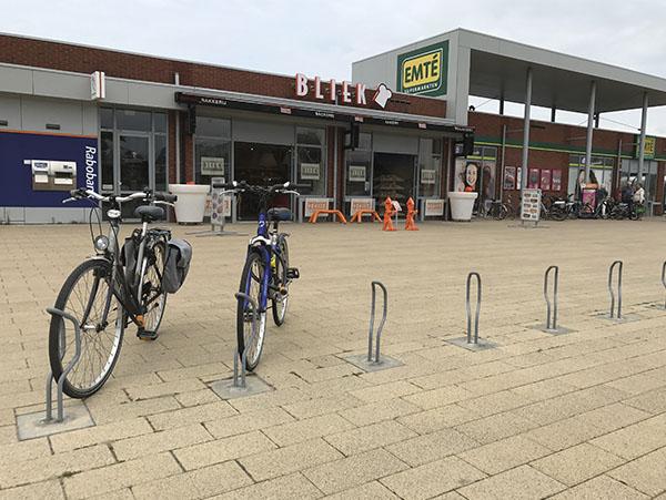 pladsbesparende cykelstand til en enkelt cykel i et minimalistisk design