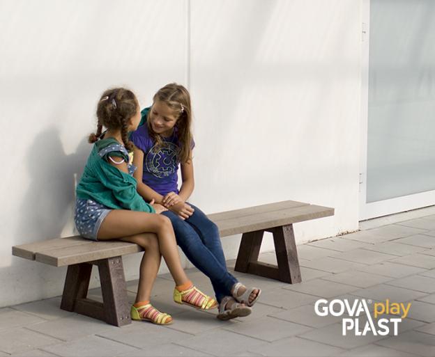 GOVA play PLAST. Børneplint. Vedligeholdesfrit genbrugsplast. Legeplads, skolegård, børnehave, vuggesture, park plads forhandler BY BANG
