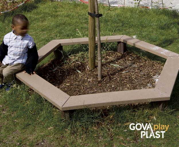 GOVA play PLAST. Hexogram bænk. Vedligeholdesfrit genbrugsplast. Legeplads, skolegård, børnehave, vuggesture, park plads forhandler BY BANG