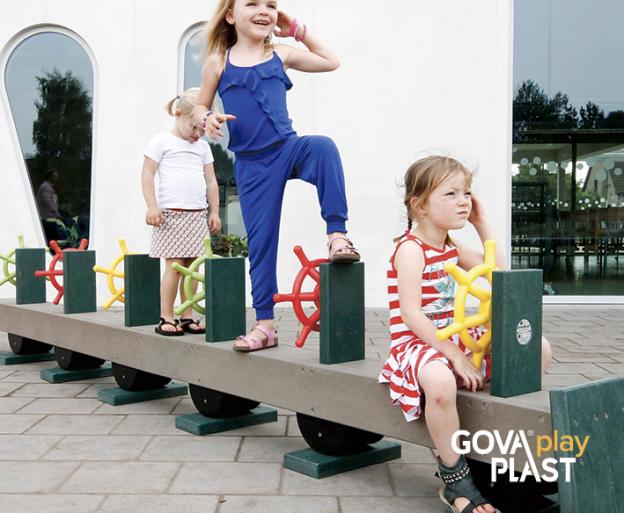 GOVA play PLAST piger og ror på række. Vedligeholdesfrit genbrugsplast. Legeplads, skolegård, børnehave, vuggesture, park plads forhandler BY BANG