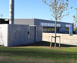 afskærmning, askebæger, skraldespande og meget meget opsat ved Randers FC - design af BY BANG