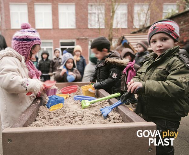 GOVA play PLAST. Sandkasse. Vedligeholdesfrit genbrugsplast. Legeplads, skolegård, børnehave, vuggesture, park plads forhandler BY BANG